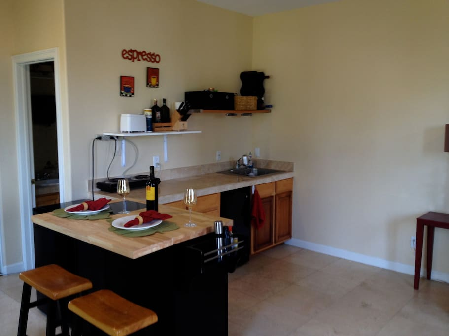 Kitchenette, bar area