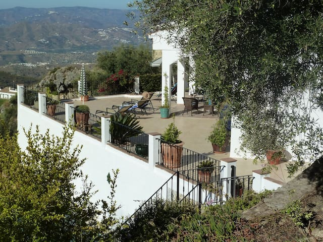 Stunning villa with amazing views - Canillas de Aceituno - Casa de camp