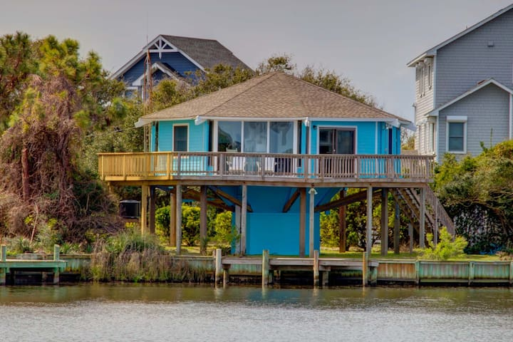 Must See!  Charming 2 bed canal front home in Hatteras Village