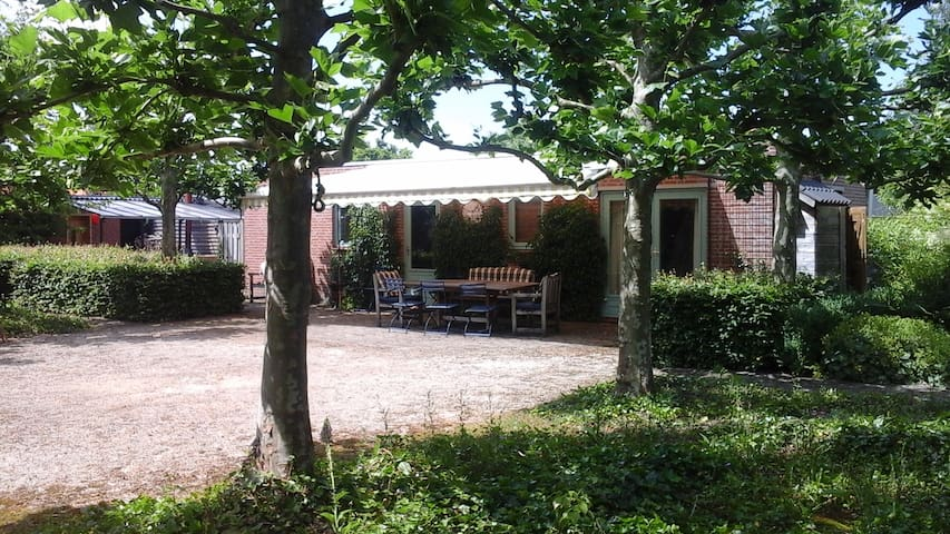Charming gardenhouse - Zundert - Bed & Breakfast