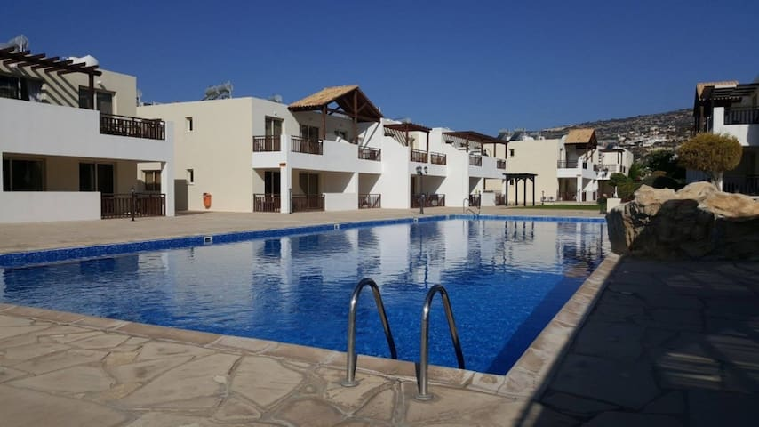 2 Bed Apartment in Luxury Resort with 3 pools