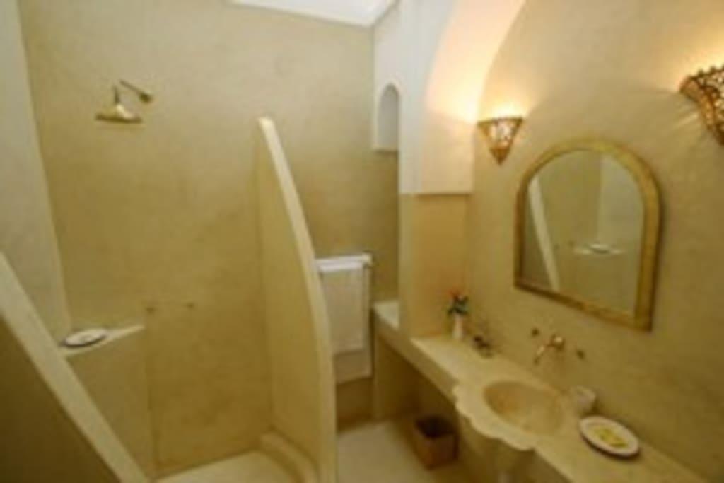 Bathroom for Jasmine room, all in smooth, seamless tadelakt