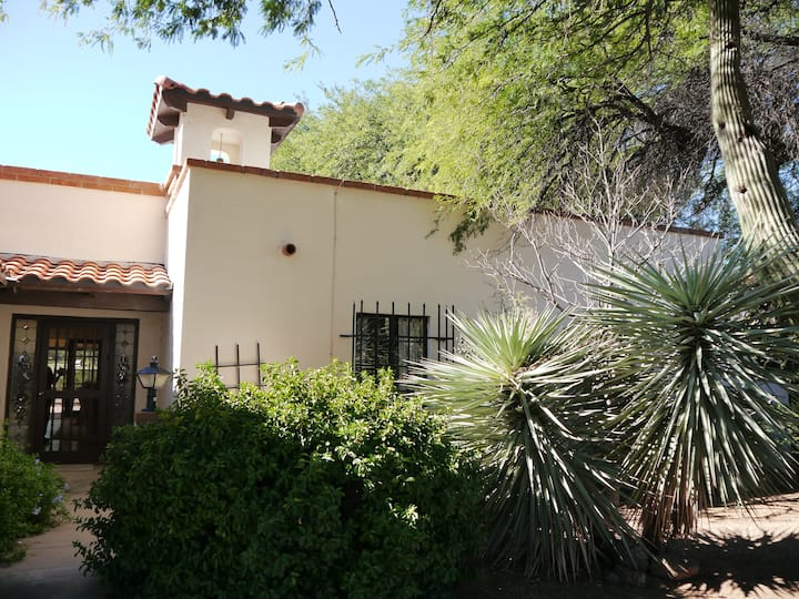 2 bed home on golf course w/pool