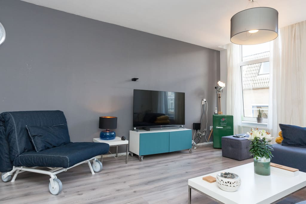 A luxurious two bedroom apartment Rotterdam center  High end entertainment system including high fidelity sound system, game console, Apple TV, set top box with 120+ HD TV channels, Netflix guest account.