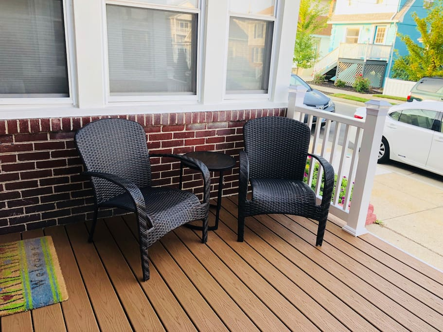 Outdoor space in the front and the back to relax outside