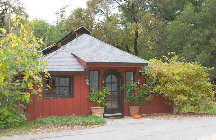 The Red Cottage 2BR in Wine Country - Glen Ellen - Dom