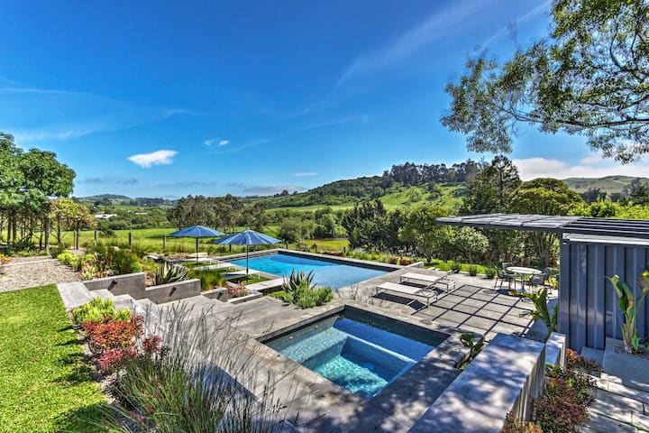 Modern Sonoma retreat w/ stunning pool and views