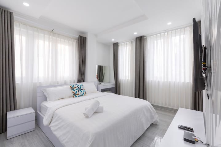 New! Modern Apt - Bright - Central HCMC