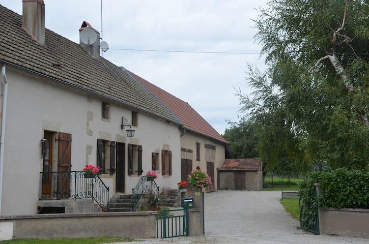 Maison du Val vers Beaune/Autun, vignes et Morvan - Épinac - Дом