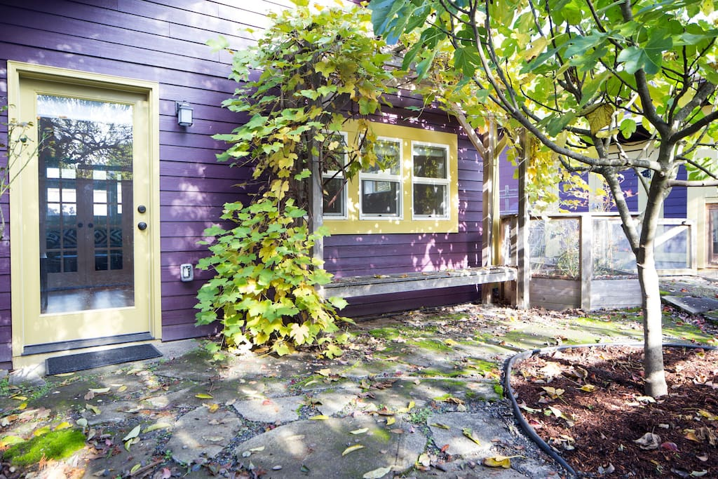 Modern garden studio apartments for rent in portland for Large garden studio