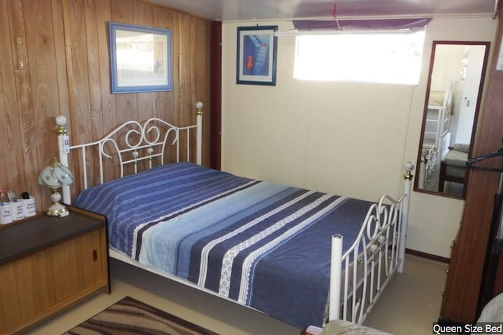 Bribie Island Self Contained Room - Bongaree - キャビン
