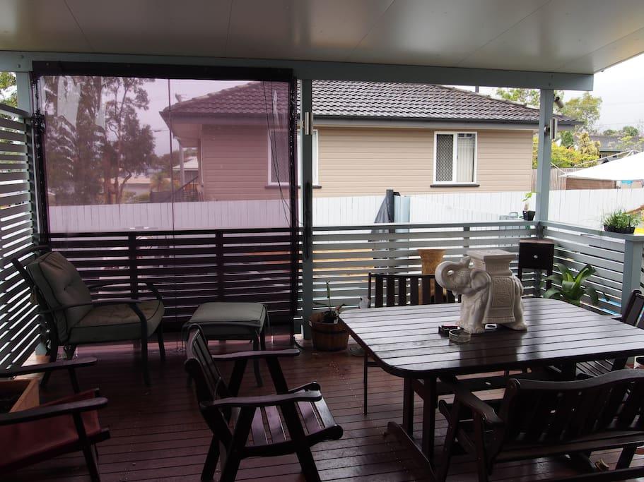 outdoor entertaining /bbq area