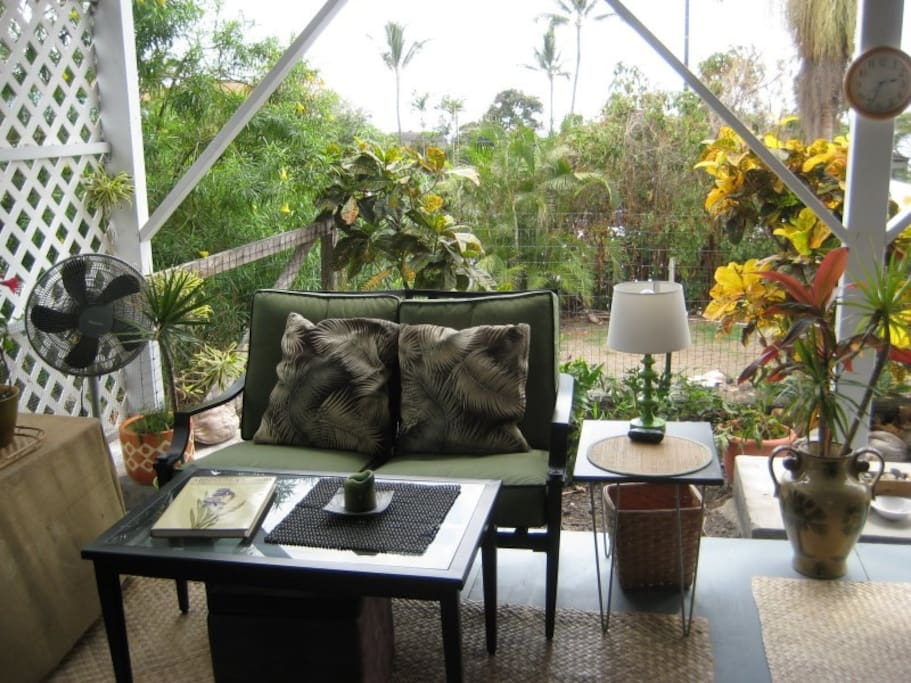Tropical outdoor living at its best!