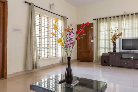 Private Room in Service Apartment - Bangalore - Bed & Breakfast