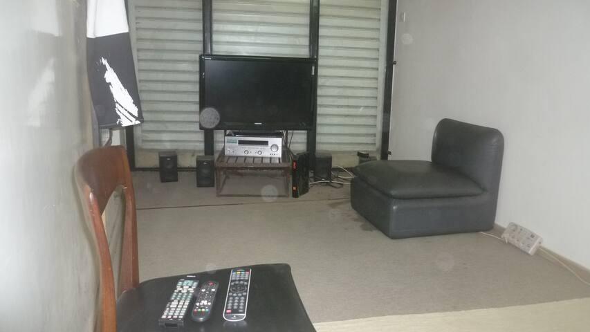 Studio indépendant dans petite maison