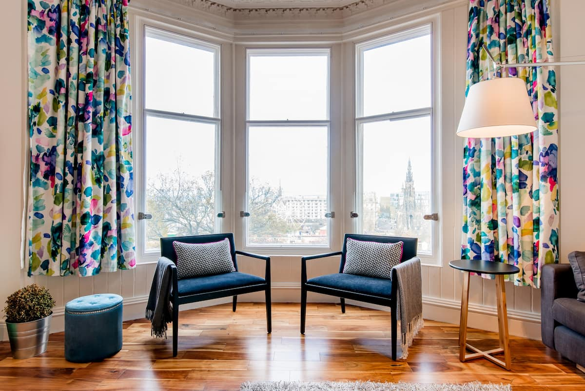 Vibrant Flat with Fantastic Views by the Royal Mile