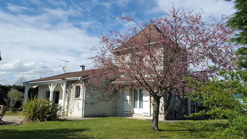 Villa avec piscine proche Walibi - Roquefort - Hus
