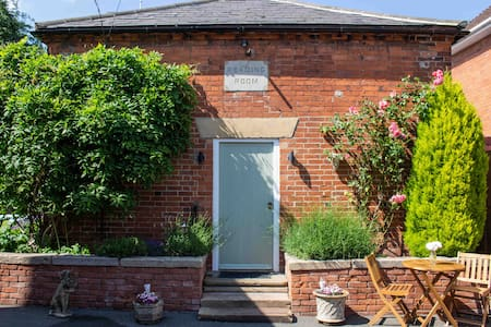 Stylish 1 bed self contained home in Doveridge
