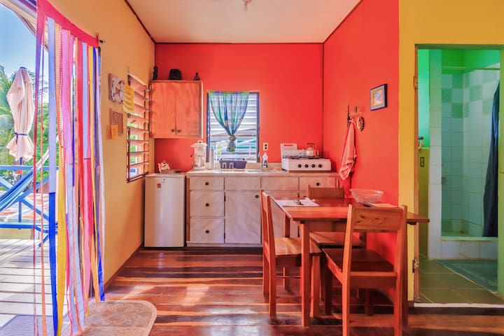 Cozy Casa w/ 2 bedrooms, veranda & access to dock