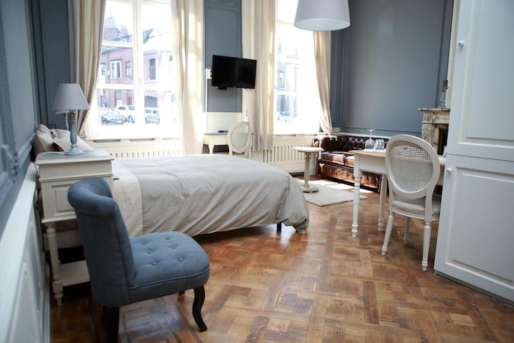 Studio (30m2) dans hôtel de maître - Mons - Apartamento