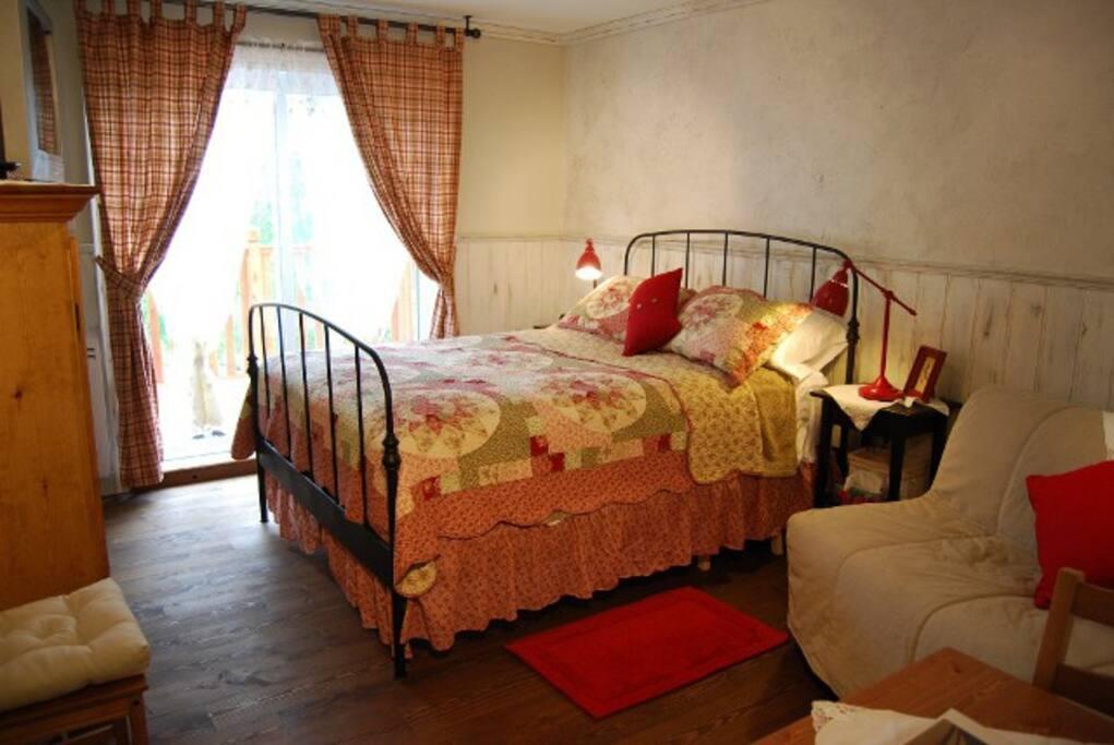 l'une des chambre du gîte au style champêtre: chambre Brunante