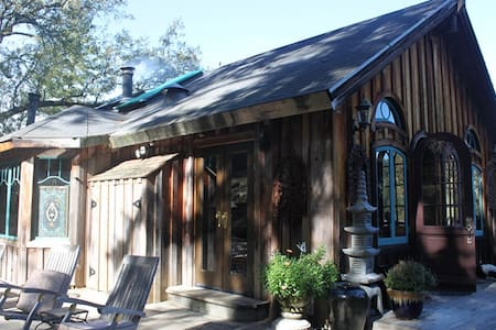 MOUNTAINSIDE VILLA~SANCTUAIRE - Cazadero