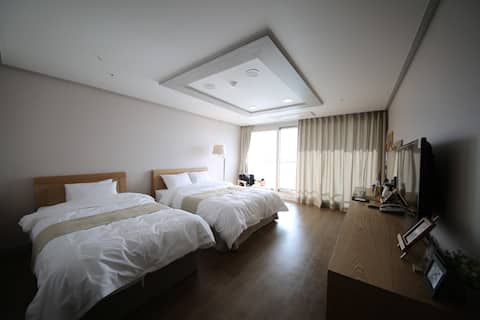 """Hotel AROHA"" Standard Twin Room (CITY-VIEW ROOM)"