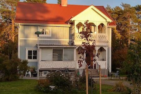 Mysigt och hemtrevligt boende 3 mil söder om Umeå!