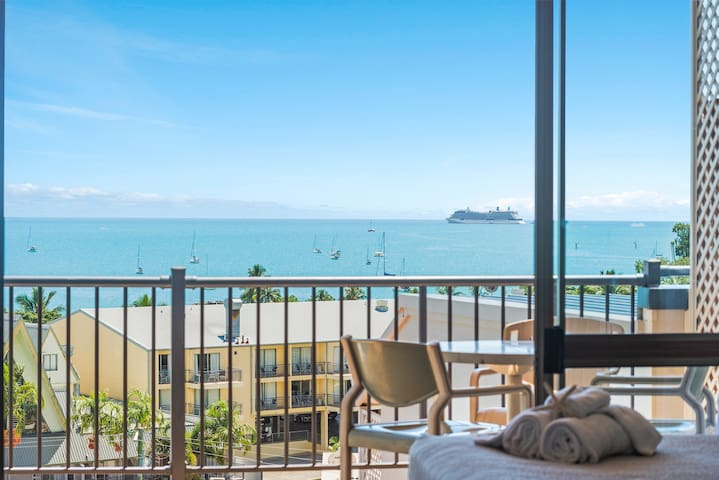 The Ocean View Studio Apartment FREE WI FI & POOL - Airlie Beach - Lejlighed