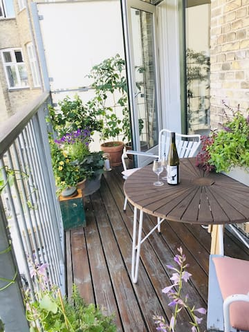 Private apartment with balcony -Perfect location