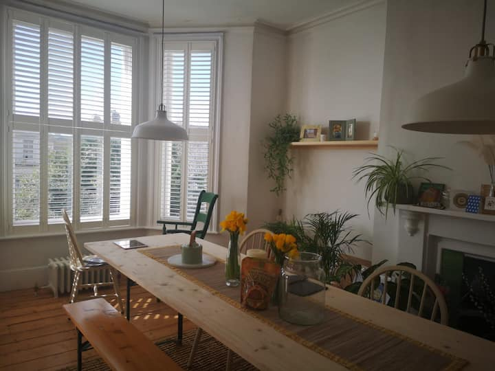 Beautiful large double room in St-Leonards