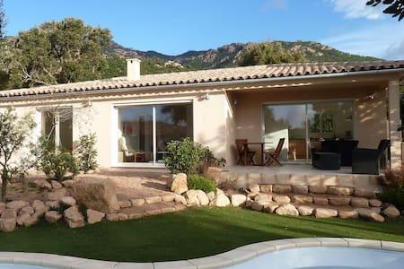 Villa avec piscine à 10' des plages