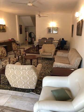 Large Luxury Apartment in Central Delhi (GKII)