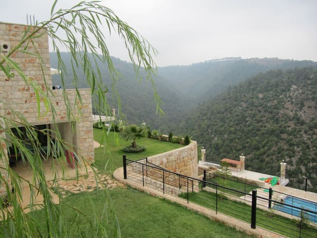 Mountain villa with swimming pool 45mn from Beirut - Mazboud - Hus
