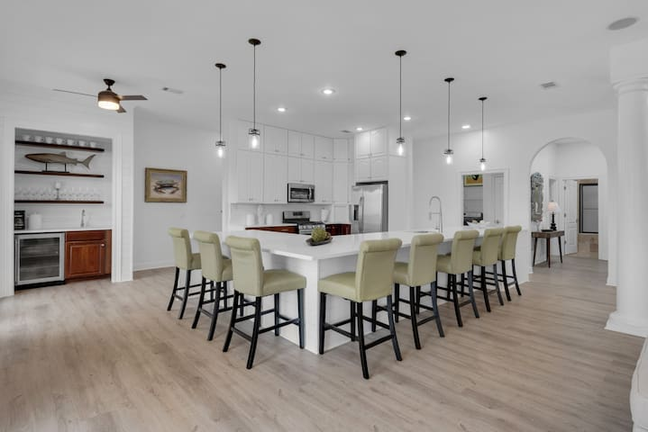We know that the kitchen is the center of both entertaining and family time.  So, we've built Mojo's 8 seat quartz counter to make the kitchen the conversation center.