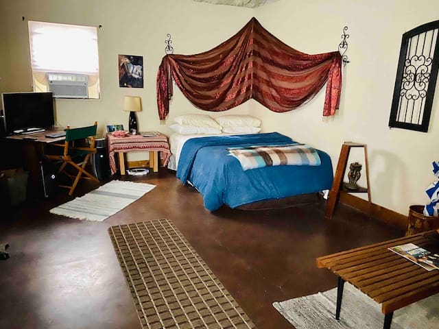 Quiet Studio In Walkable Area of Zilker (78704)