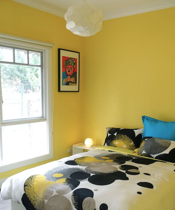 The Bee Hive Room: bright, comfortable and peaceful. Ducted heating.