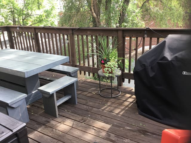 Large deck BBQ and dining space