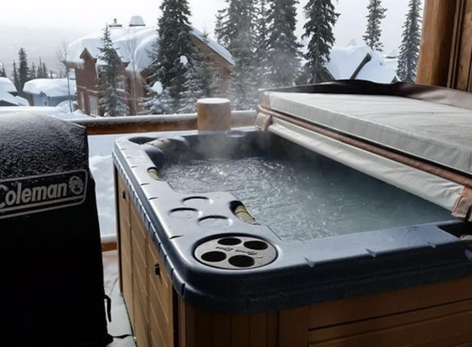 Hot-tub and BBQ on Balcony