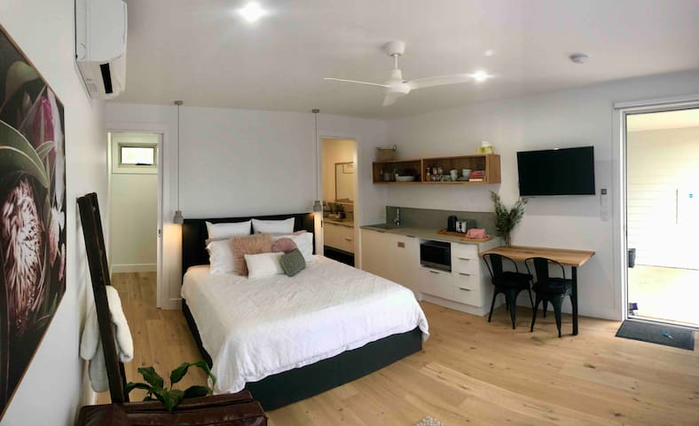 Inlet Waters Escape - Grevillea Suite