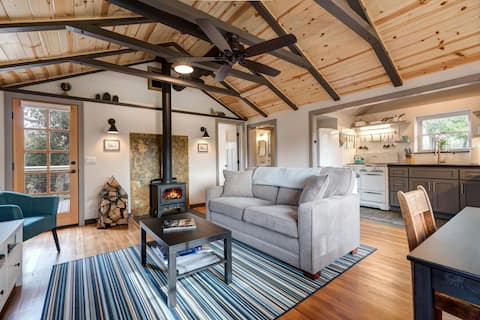 Deerwalk Retreat- Close to Town, Miles from Stress
