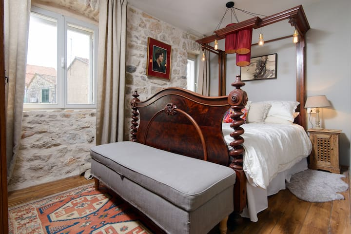 Room Marie, Hidden House, friendly boutique B&B - Stari Grad - Bed & Breakfast