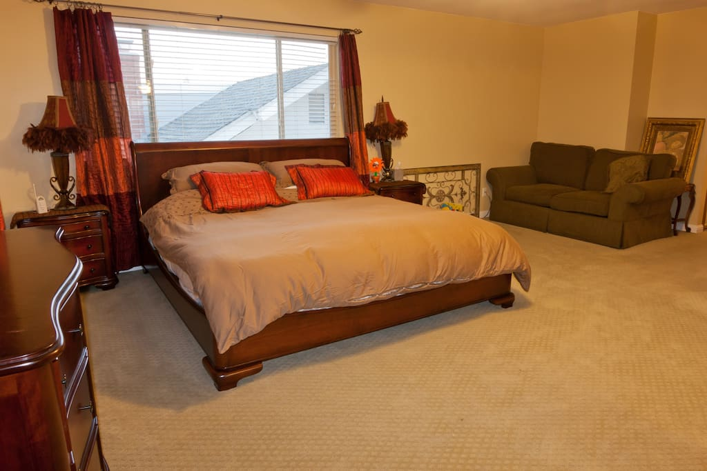 Grand Master Room #1- Eastern King size bed
