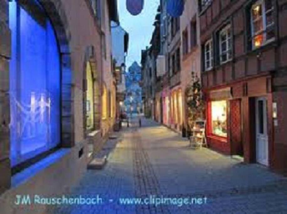 La rue Sainte-Madeleine by night.
