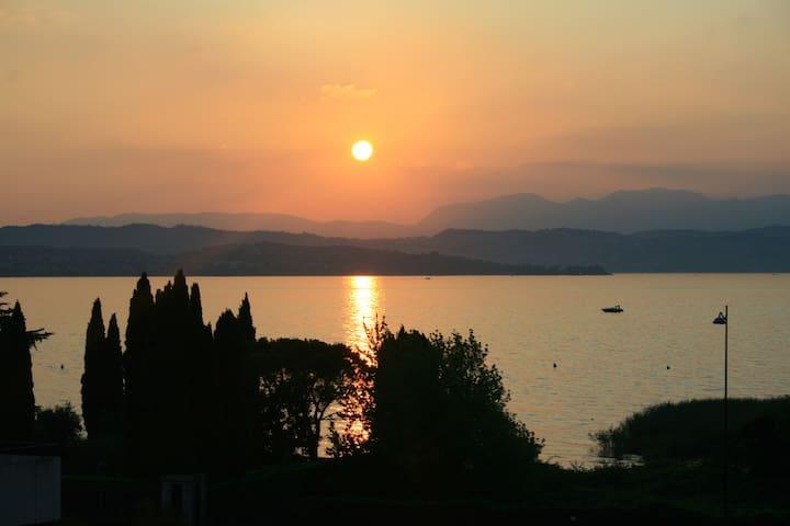 Appartamento fronte lago Residence La Rosa - Desenzano del Garda - Apartment