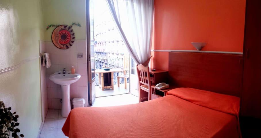 private single room economy central station - Νάπολη - Άλλο