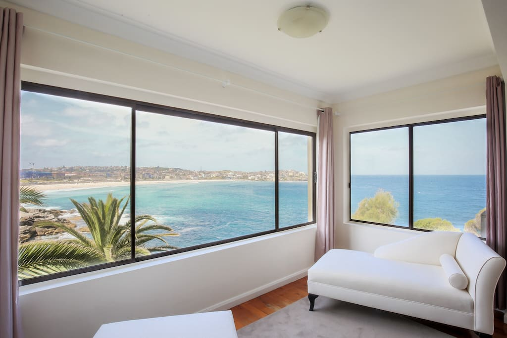 ultimate bondi escape 2 stunning views apartments for. Black Bedroom Furniture Sets. Home Design Ideas