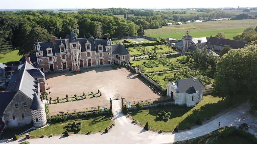 Ch en Château 2piscines ext et intér chauffées 29°