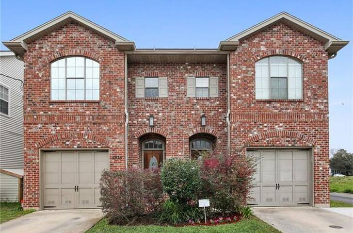 Spacious Townhome with Movie Room Near City Park!