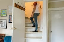 This view from the downstairs shows that the stairs contain a sudden turn. With this in mind, we have installed a railing. We don't recommend our place for those who have difficulty getting up stairs.